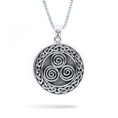 triple_spirals_with_trinity_design